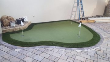 Small-Synthetic-Turf-Putting-Green